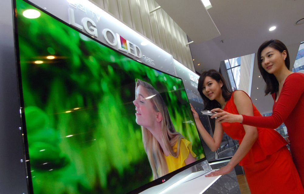 LG Curved OLED TV 02