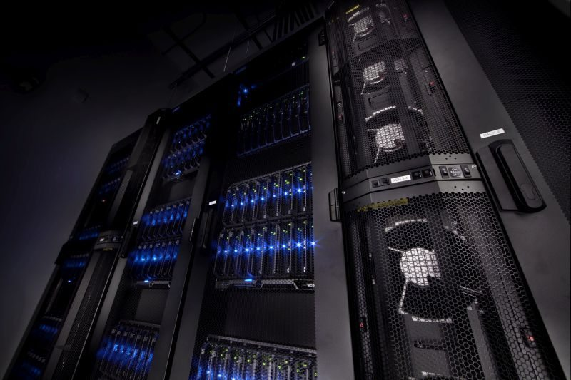 Computer_Cluster_-_Part_of_Intellectual_Ventures_Supercomputer_(1)