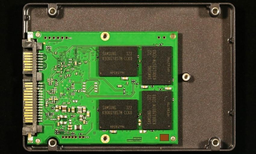 Samsung-EVO-840-1TB-SSD-PCB-Size