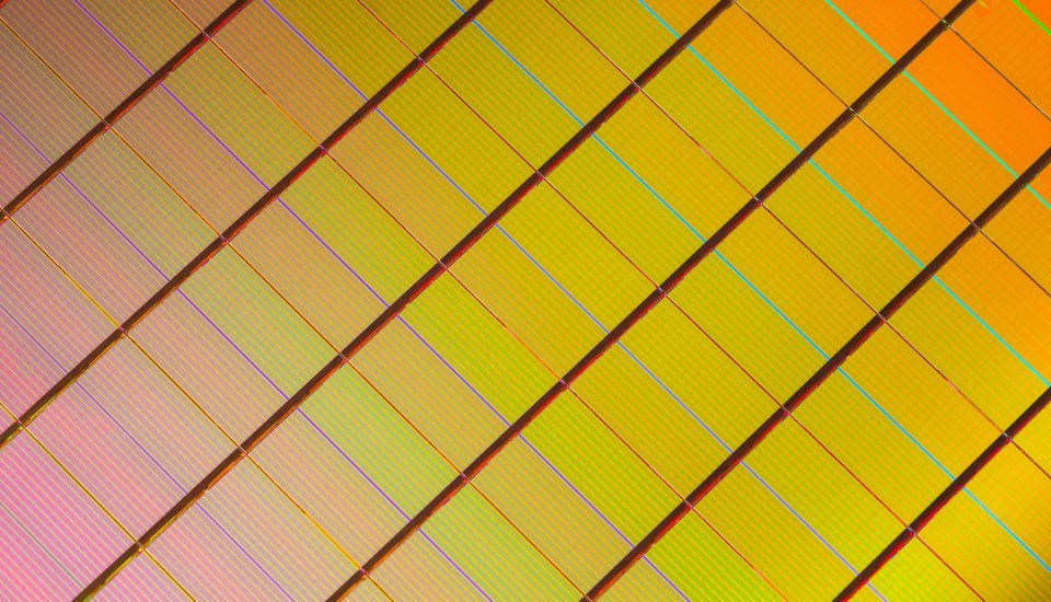 2303667_3D_XPoint_Wafer-Close-Up