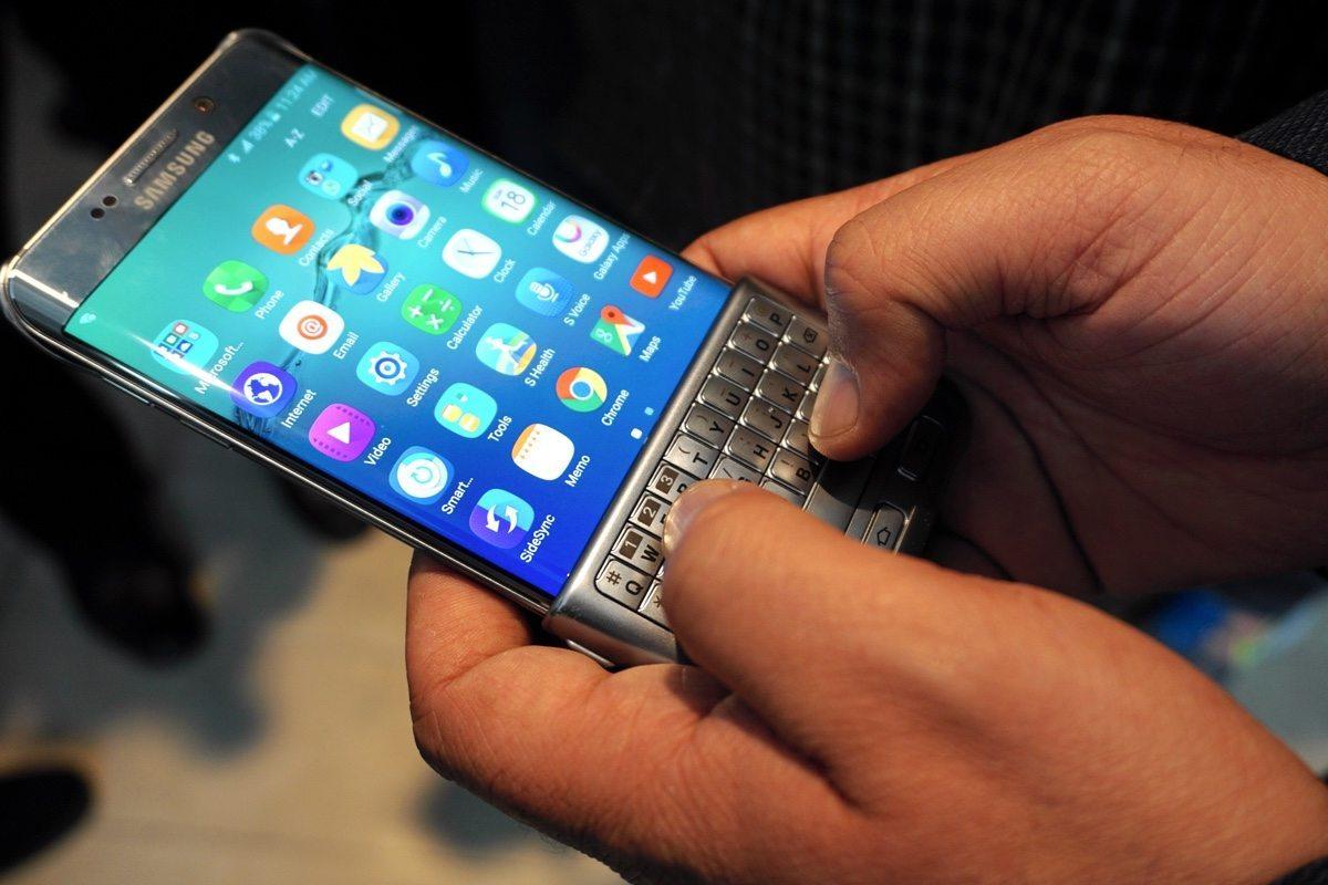Samsung+Keyboard+Cover+fullbleed+2