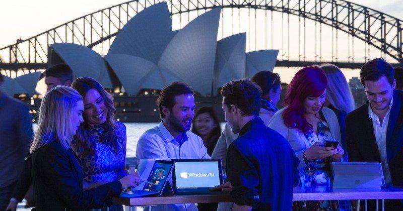 Windows-10-fan-celebration-in-Sydney1-800x420