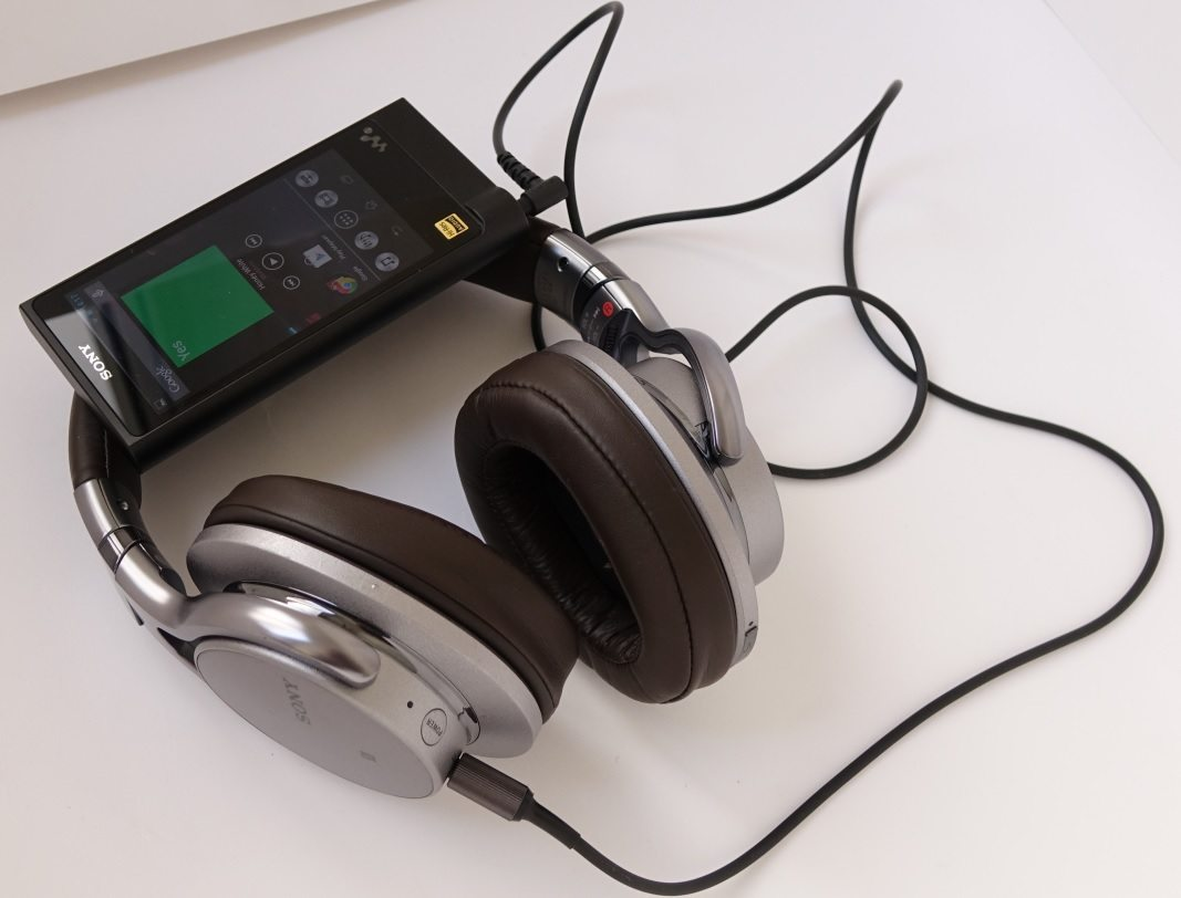 Sony Walkman NW-ZX2 и Sony MDR-1ABT