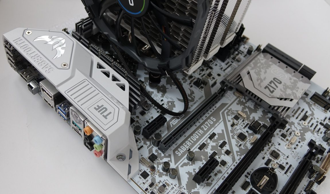 Cryorig H5 Universal on board