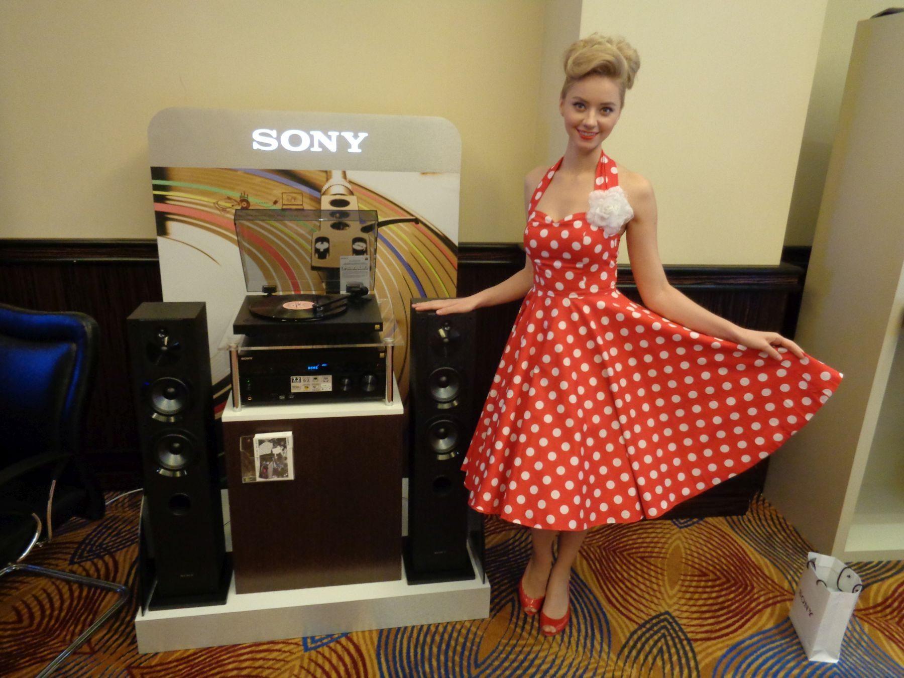 Презентация модельного ряда телевизоров, аудиотехники и мобильных устройств 2016 года от Sony