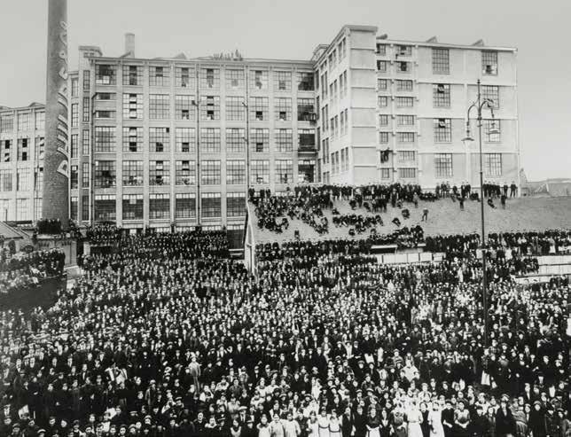 В 1912 году все заводы Philips были объединены в единую корпорацию Philips Gloeilampenfabrieken
