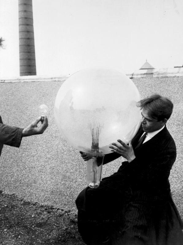 В 1919 году Philips выпустила Goliath – самую большую в мире лампу мощностью 25 000 Вт