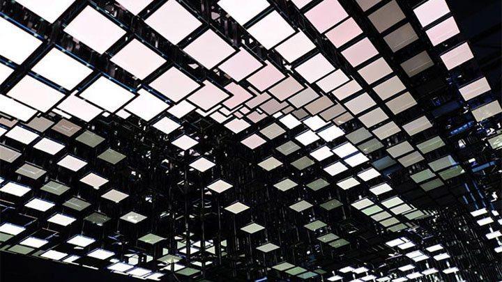 В 2009 году компания впервые представила органические светодиодные лампы (OLED) Philips Lumiblade