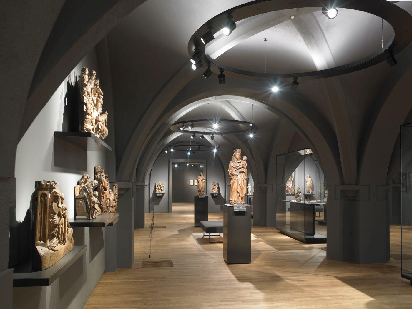 13 апреля 2013 года королева Нидерландов Беатрикс открыла новый художественный музей «Рейксмузеум» в Амстердаме