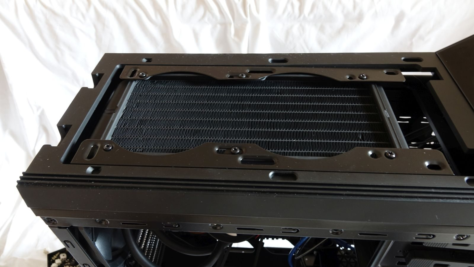 Cryorig A40 Ultimate radiator in deepcool case
