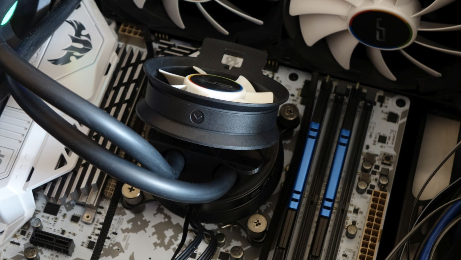 Cryorig A40 Ultimate water with fan