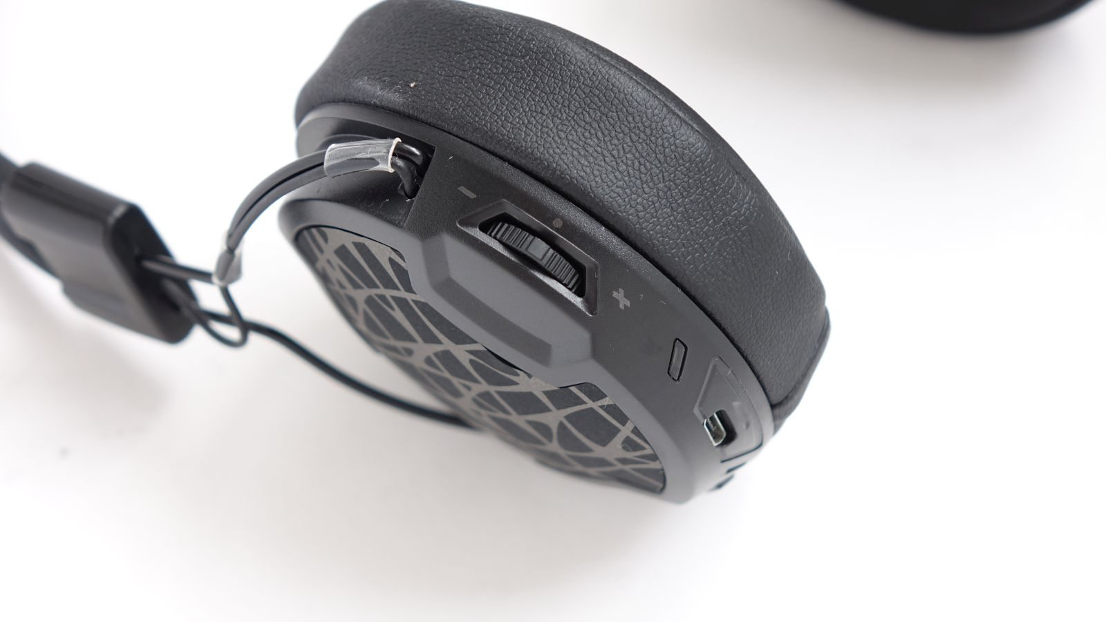 Arctic P604 Wireless volume