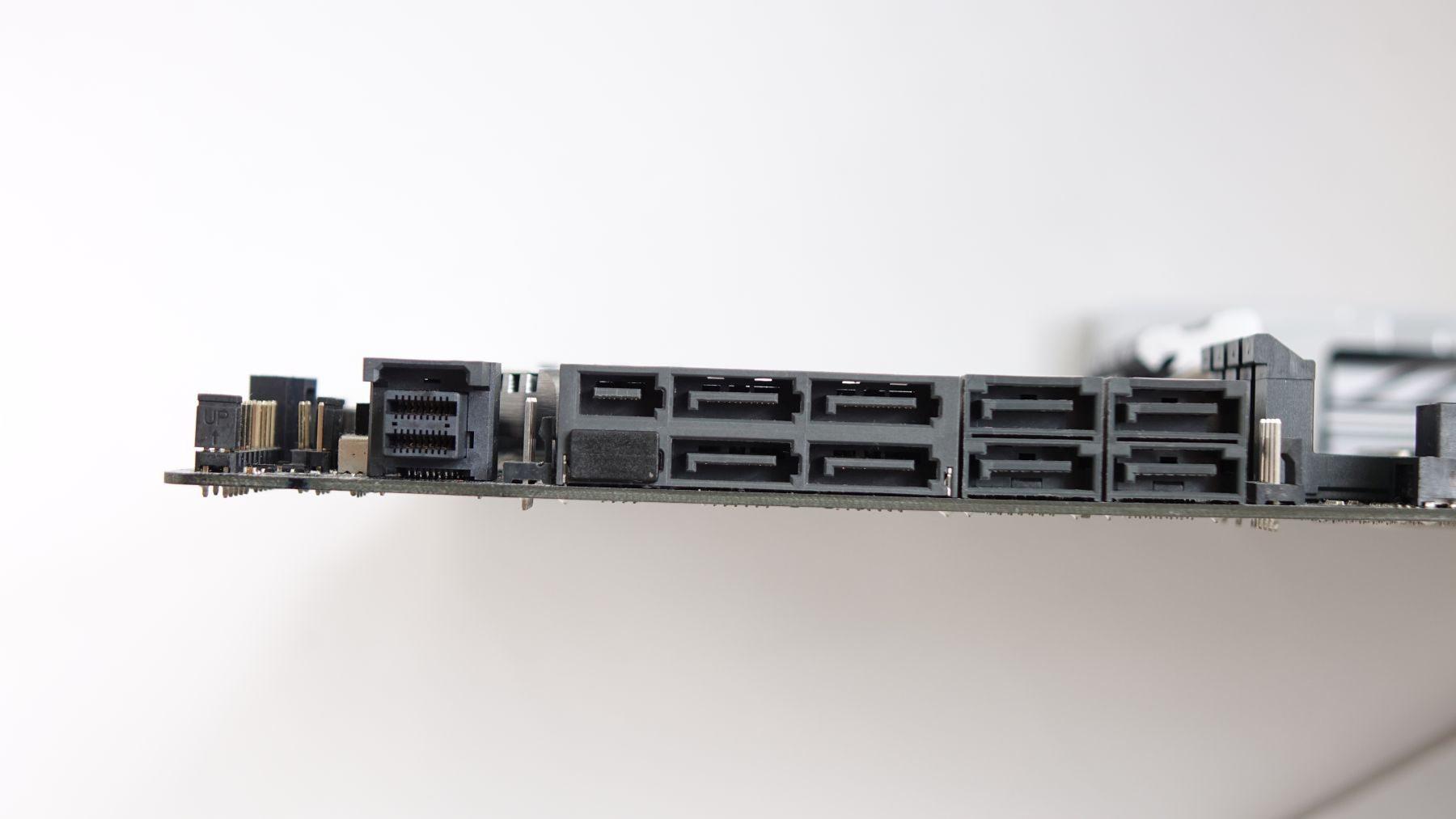 порты для накопителей на ASUS X99-Deluxe II