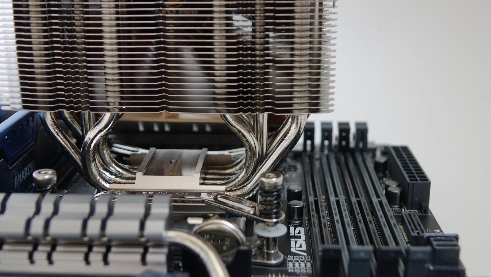 Noctua NH-U12DX i4 на Intel X99