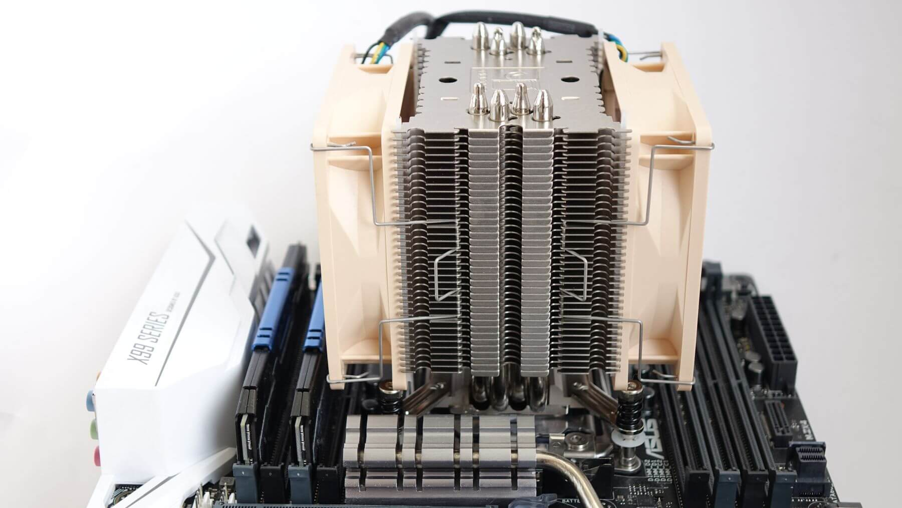 Noctua NH-U9DX i4 симметрия