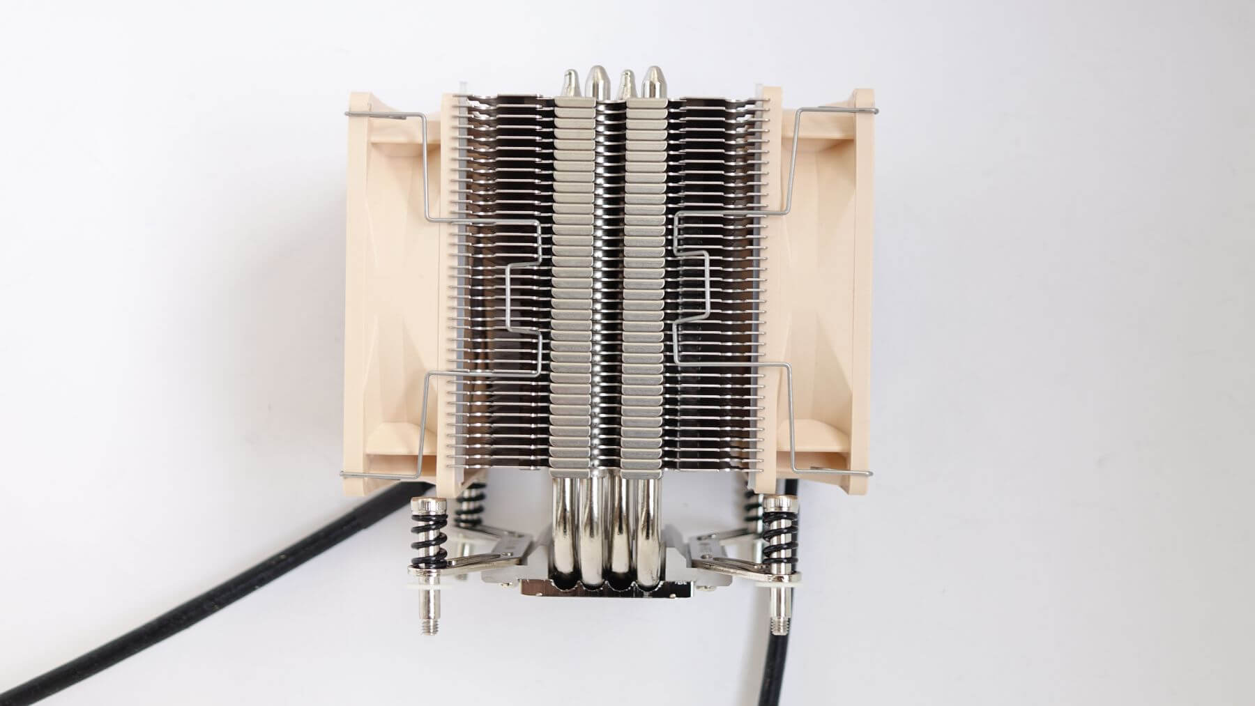 Noctua NH-U9DX i4 сбоку пара