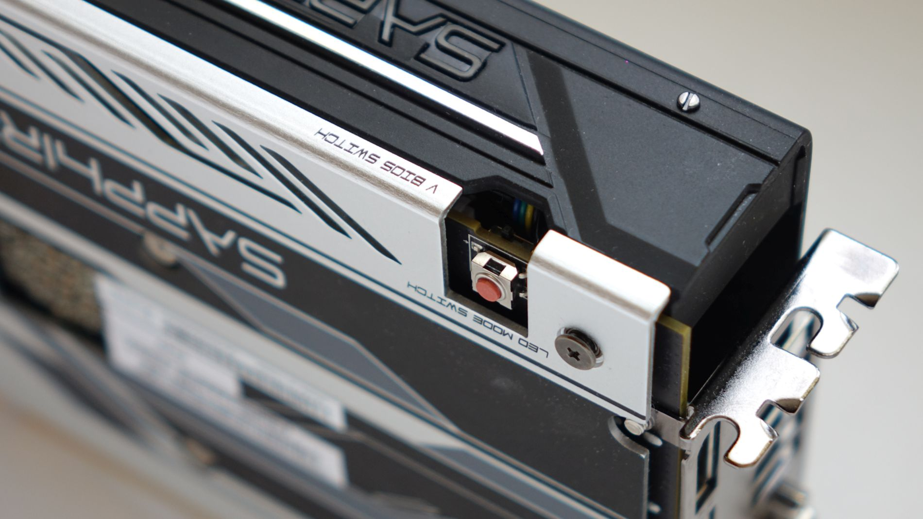 Sapphire NITRO+ Radeon RX 470 4G D5 OC кнопка BIOS