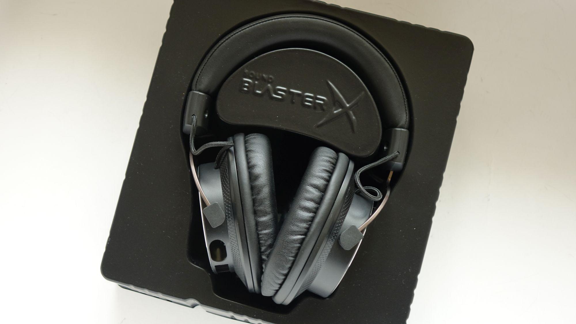 Creative Sound BlasterX H5 Tournament Edition в коробке