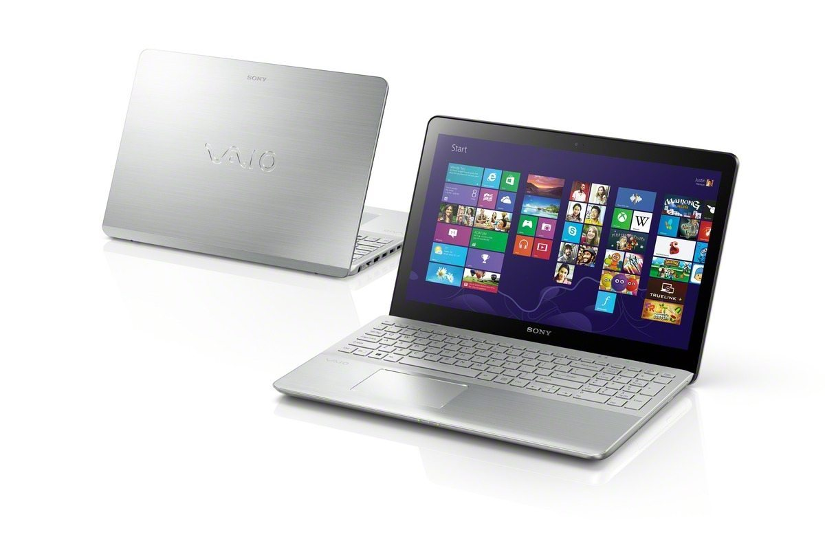 VAIO_Fit_15_touch_front-and-back_startscreen