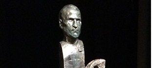 статуя джобса