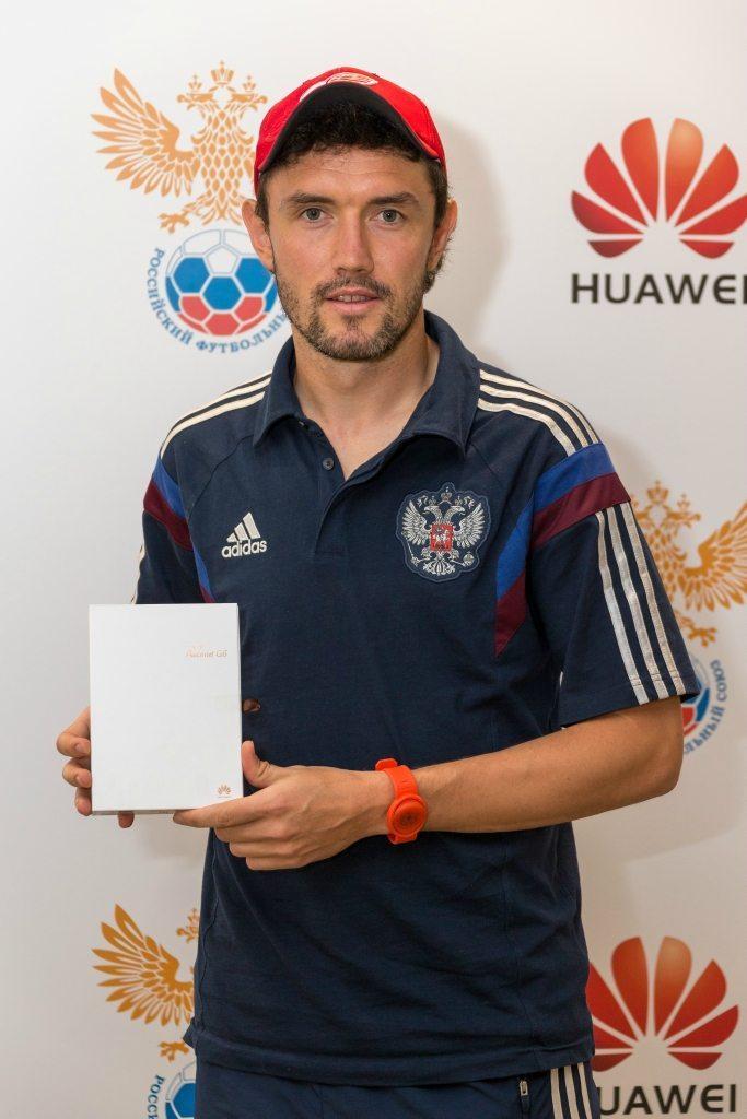 Представители Huawei проводили сборную России по футболу