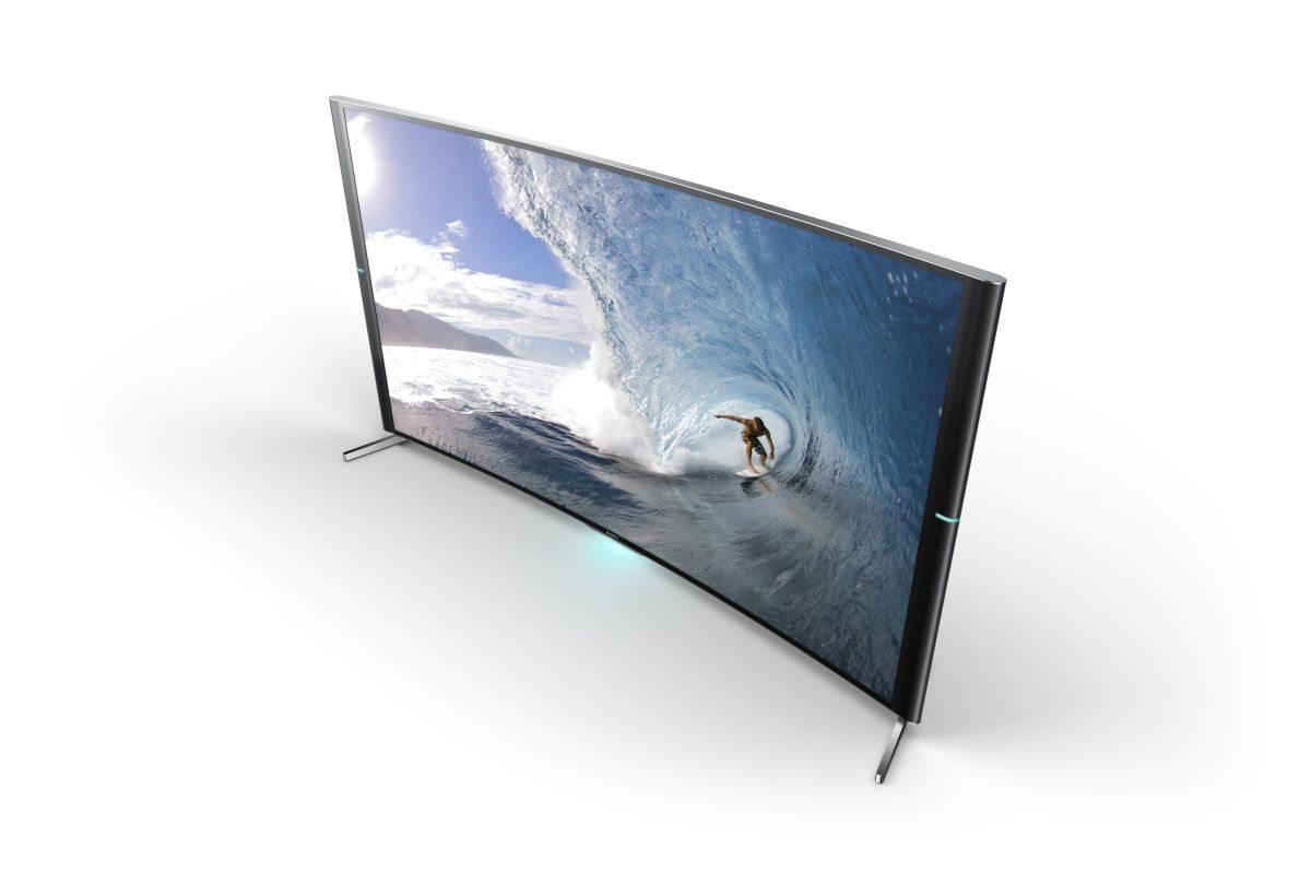 S90_Screenfill_ThreeQuarter_Surfer