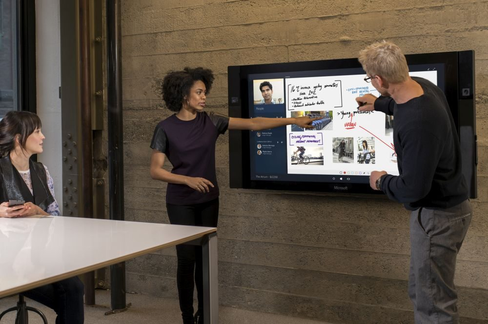 Microsoft_Surface-Hub-4284_cropped_A