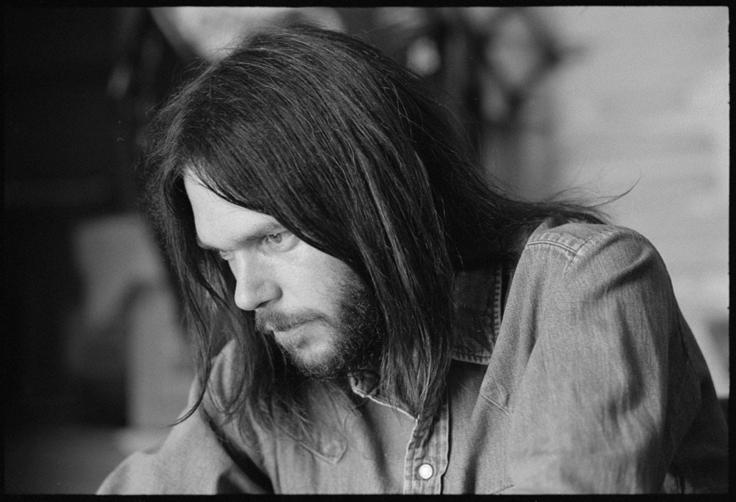 1035x706-111813-neil-young-1800-1384800642