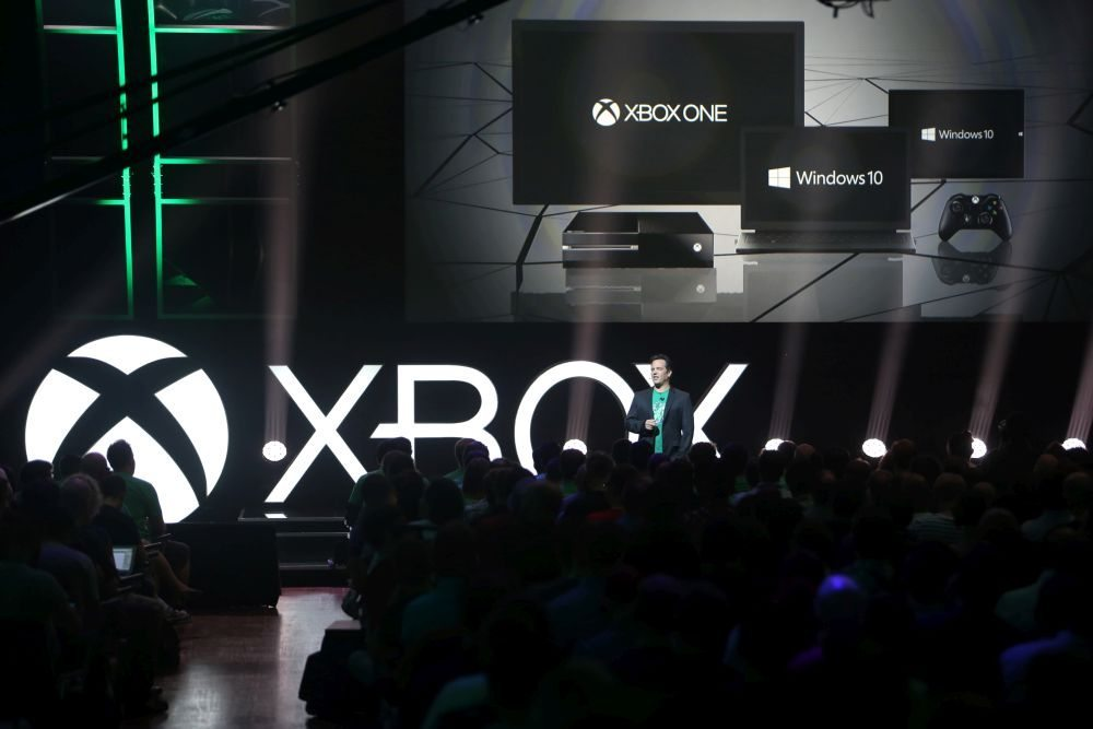 Xbox-gamescom-Briefing-2015-Phil-Spencer-Windows-10-Xbox-JPG