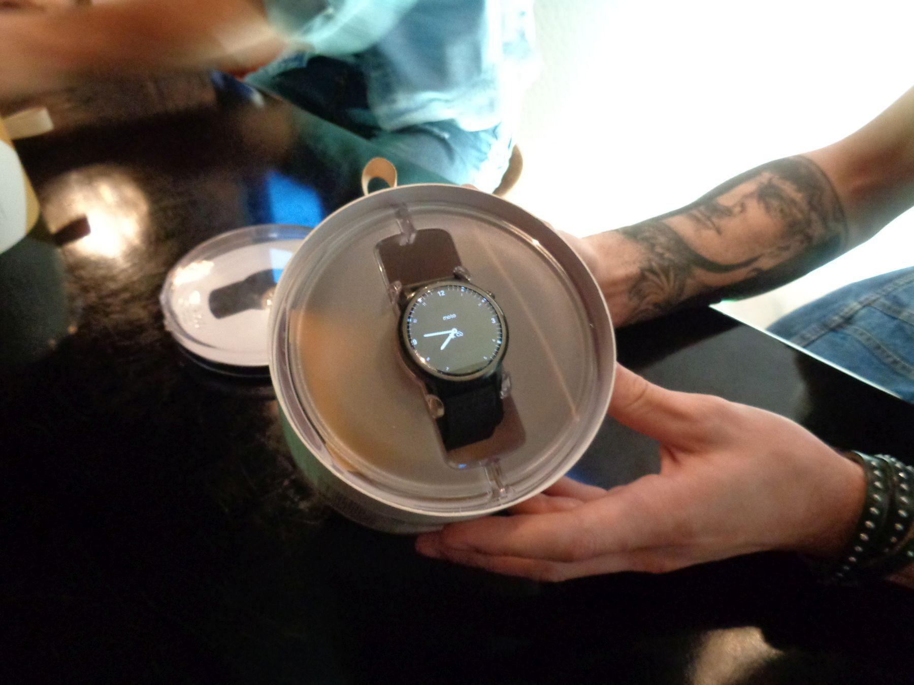 Презентация умных часов Moto 360 box