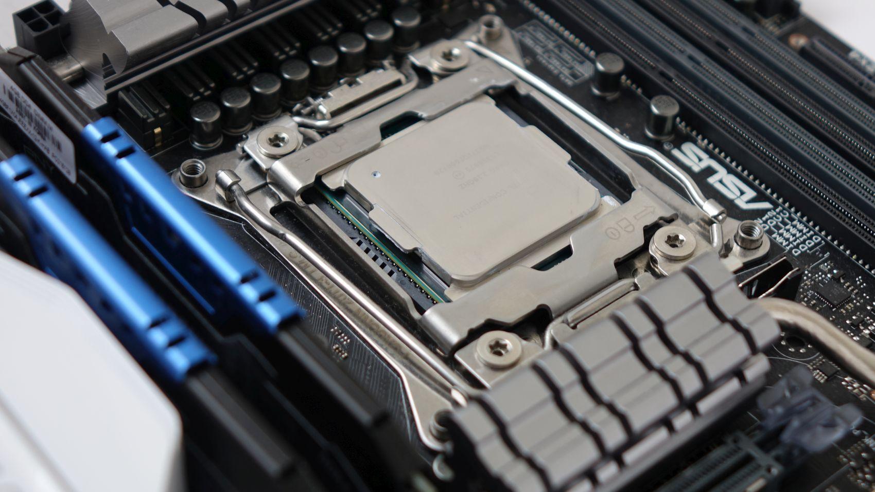 Intel Xeon E5-2620 v4 on board
