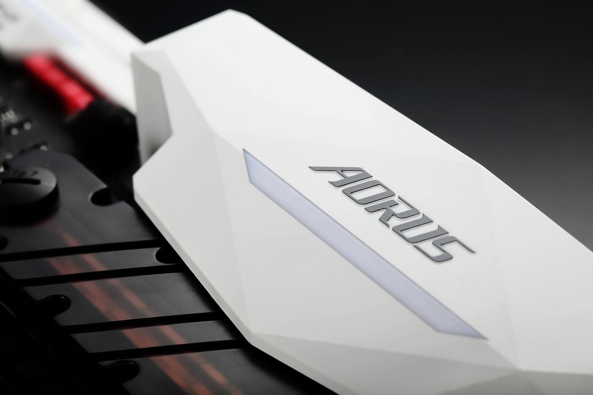 Gigabyte-AORUS-Motherboard-heatsink