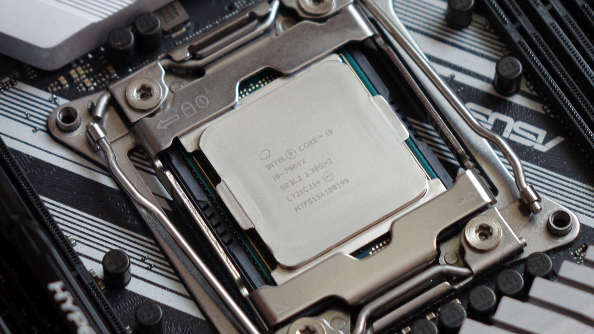 Intel Core i9-7900X в сокете