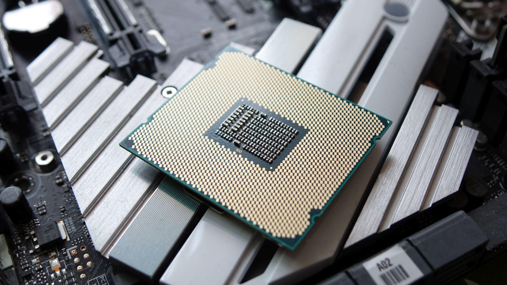 Intel Core i9-7900X сзади