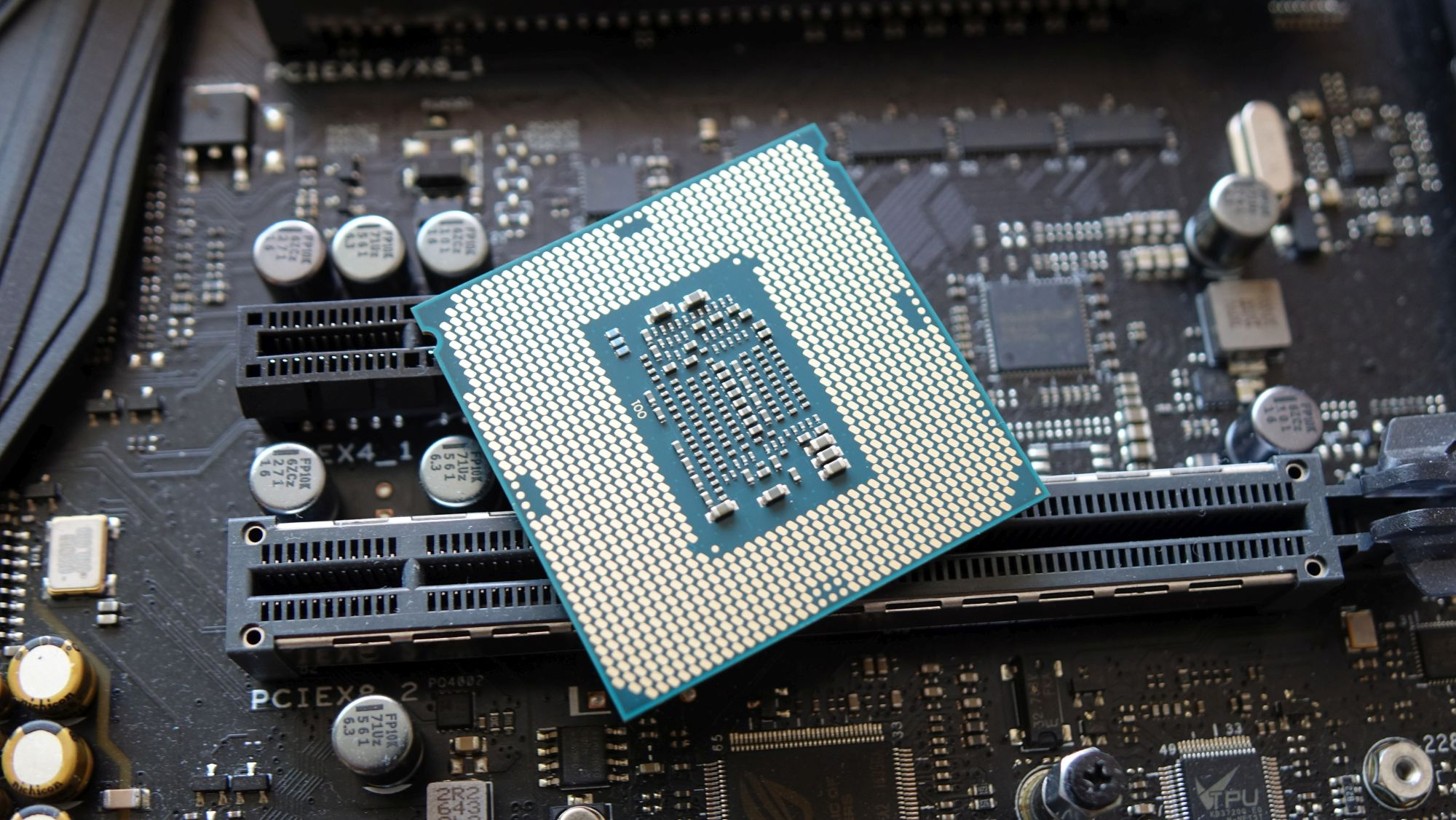Intel Core i5-7400T контакты