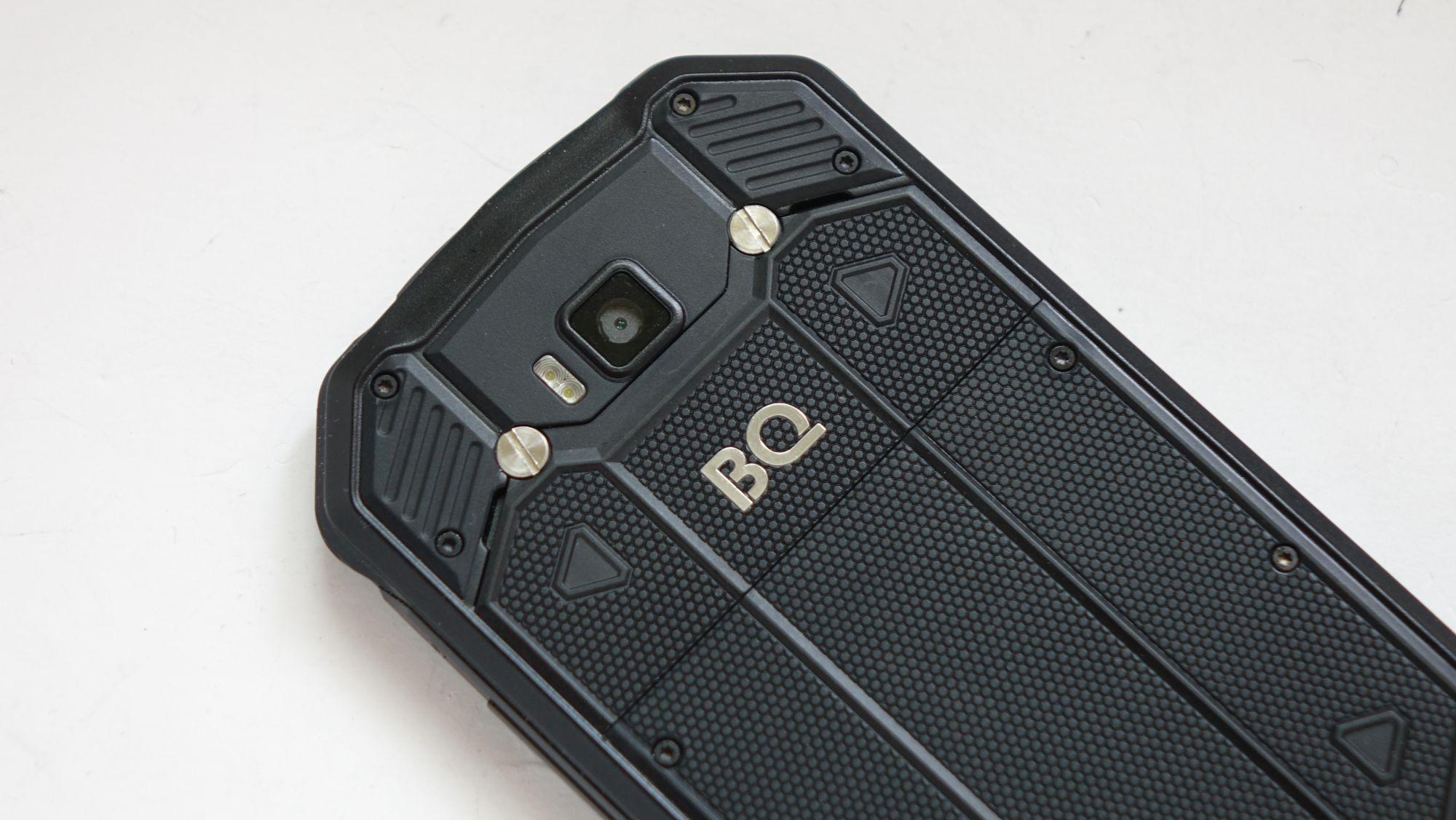 BQ Shark Pro камера