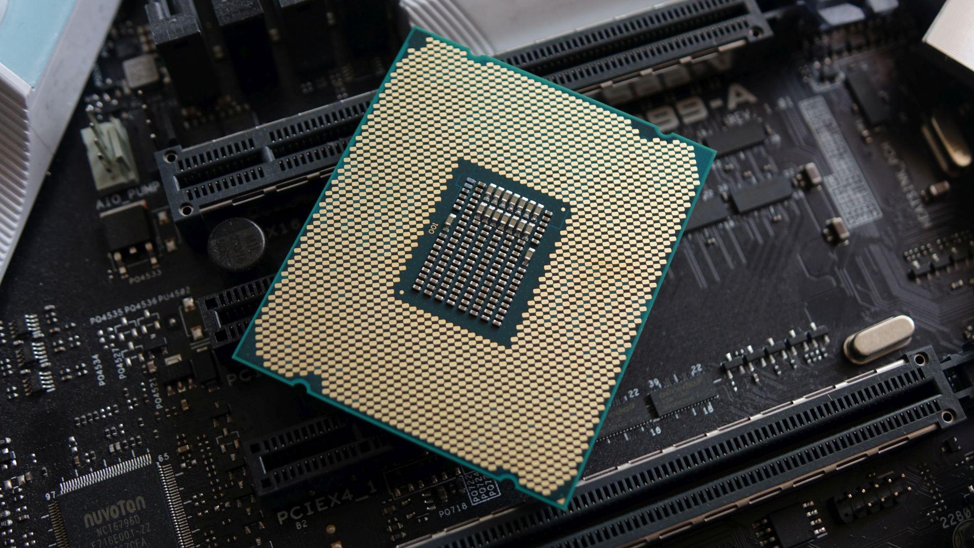 Intel Core i9-7960X контакты