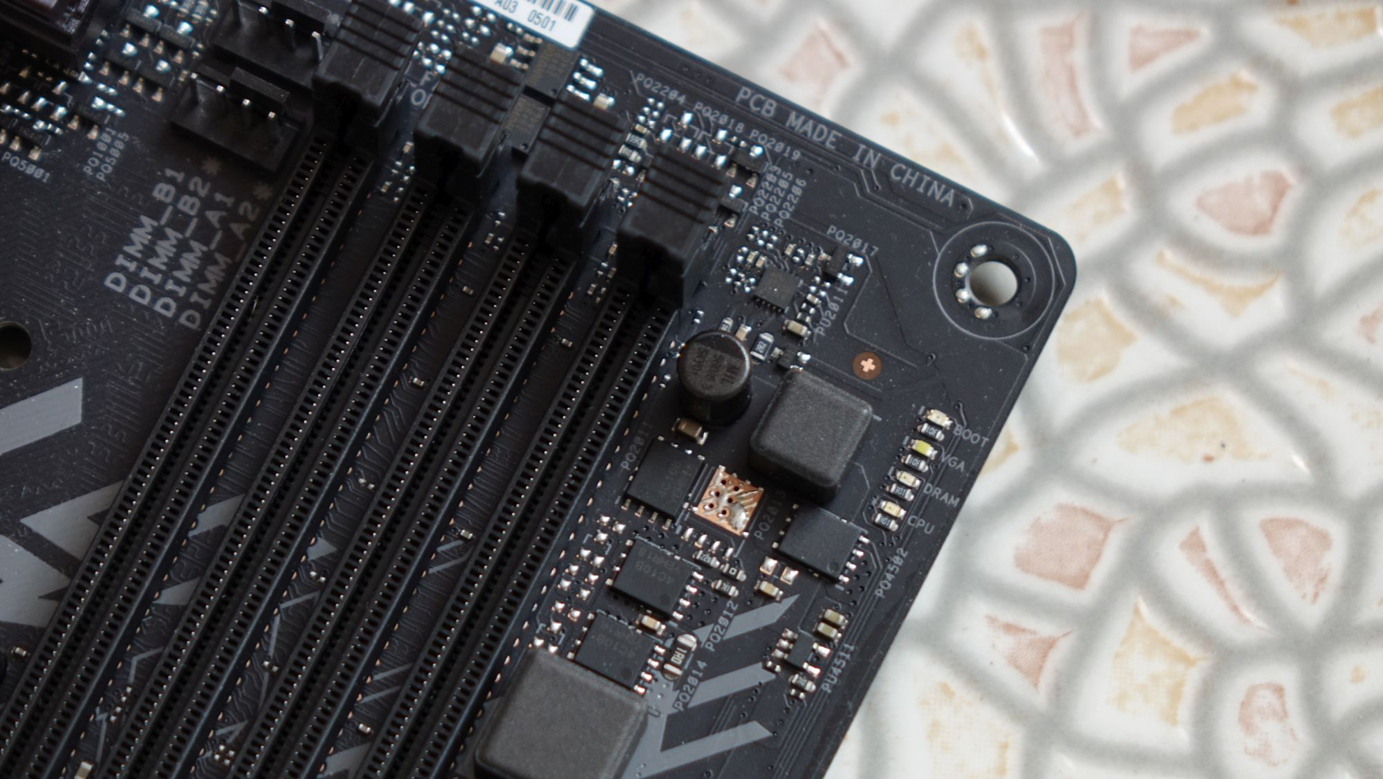 ASUS ROG Strix H370-F Gaming индикаторы