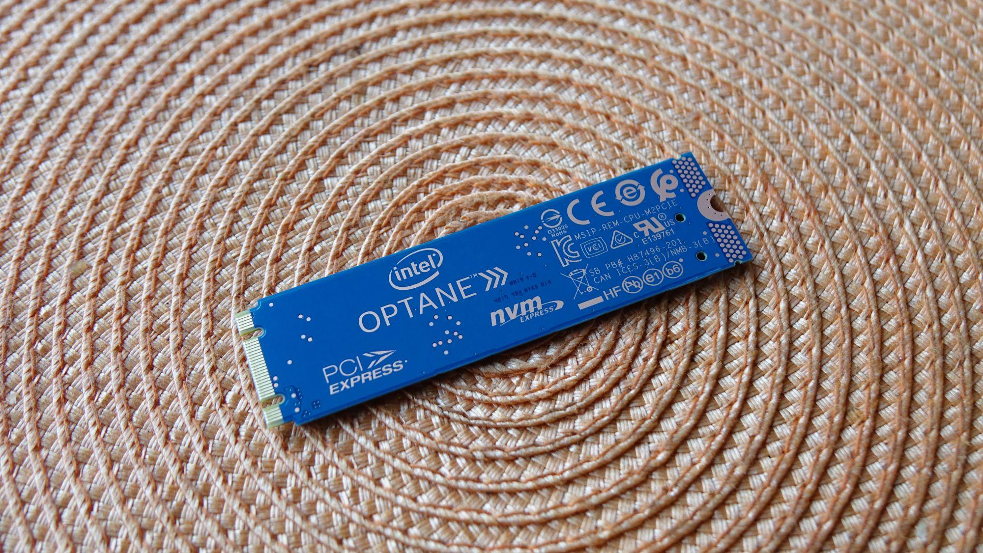 Intel Optane 800P сзади