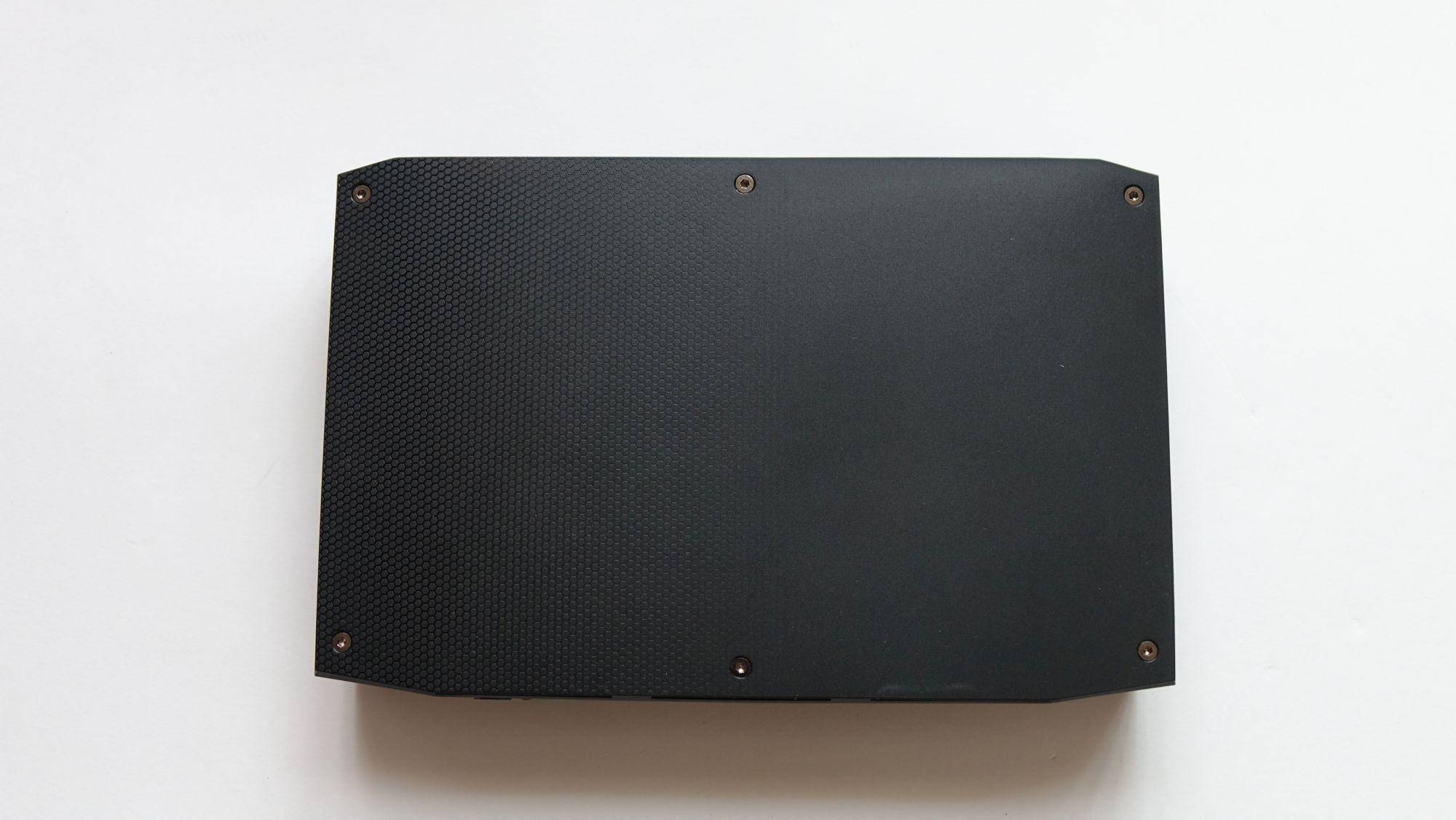 Intel NUC8i7HVK крышка