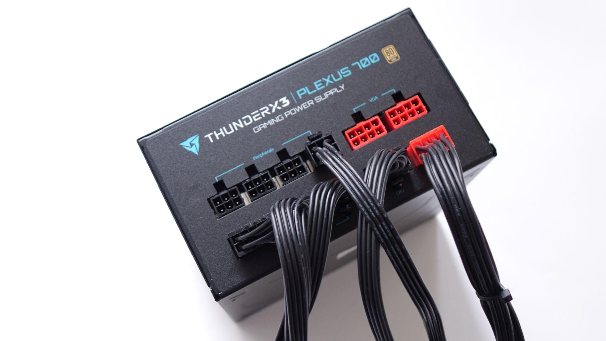 ThunderX3 Plexus 700 розетки