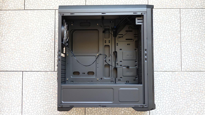Cougar MX330-G Air внутри
