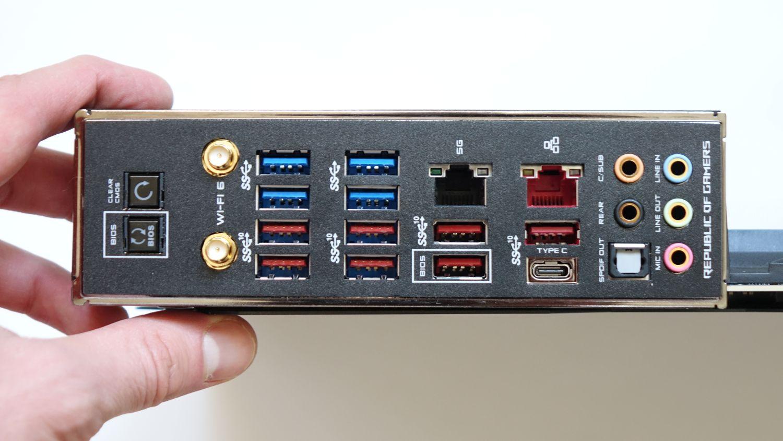 ASUS ROG Crosshair VIII Formula задняя панель