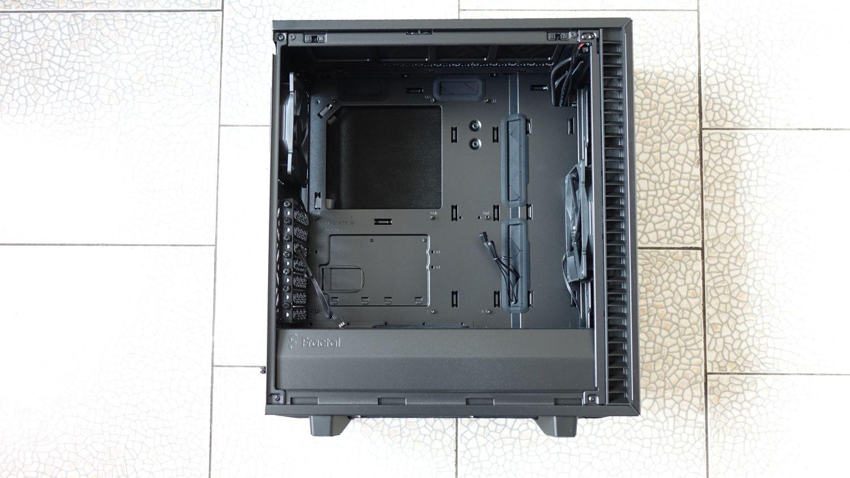 Fractal Design Define 7 Compact внутри