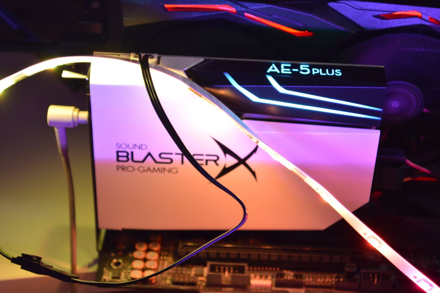 BlasterX AE-5 Plus Pure Edition подсветка