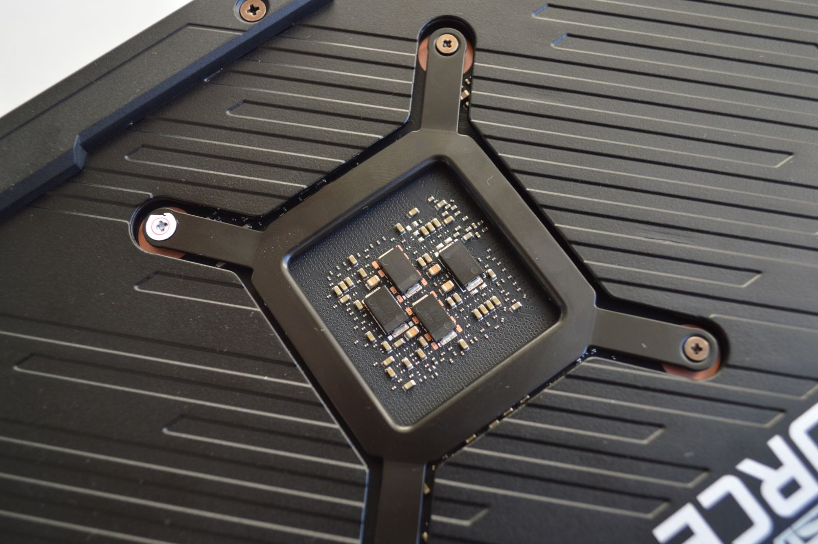 ASUS ROG Strix GeForce RTX 3070 чип