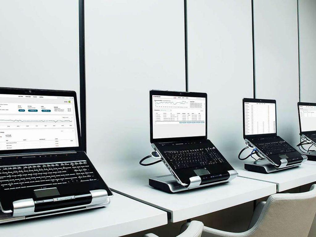 Row-of-laptops-iStock-185330865-2400x1600b