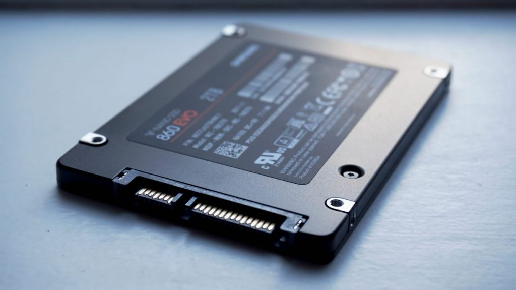 Samsung-860-Evo-best-gaming-SSD-1212x681