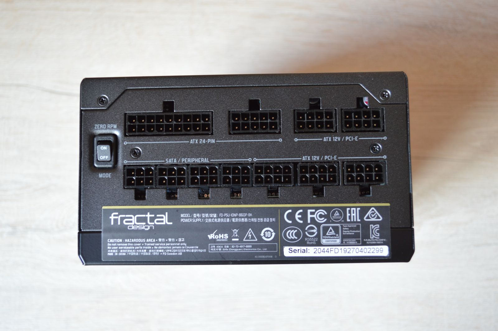 Fractal Design Ion+ Platinum 860 Вт коннекторы