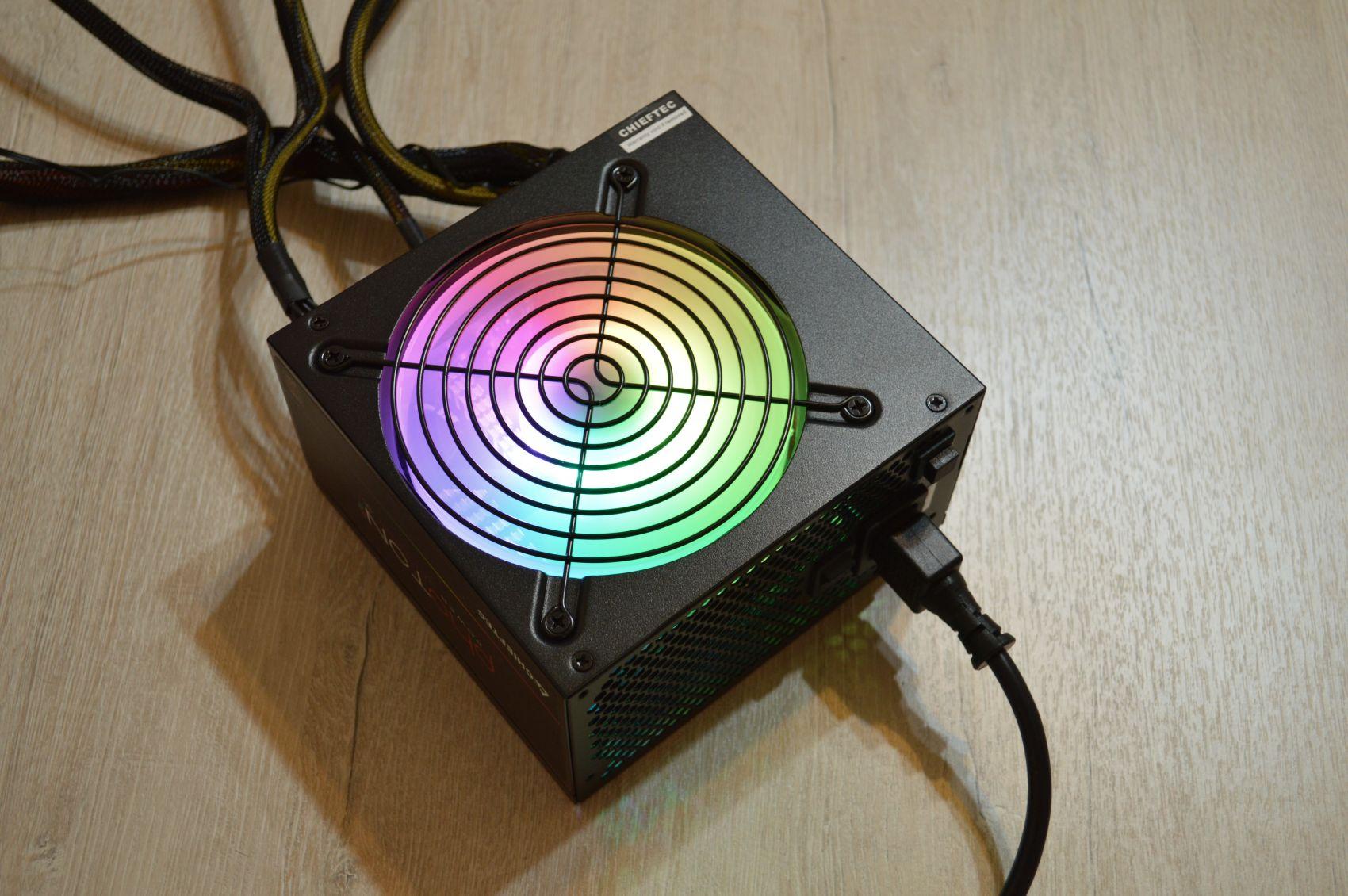 Chieftec Photon 750 Вт включен